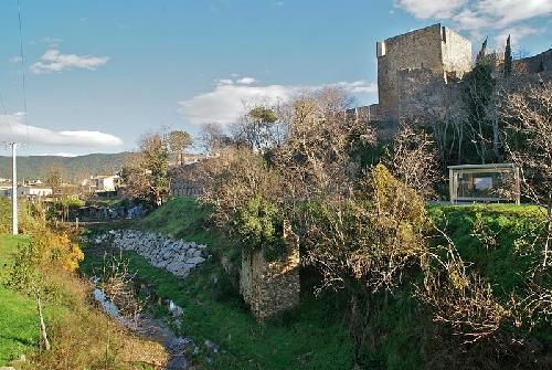 El Castillo de Calonge se encuentra rodeado de las calles y plazas más antiguas del pueblo: es el centro histórico medieval de la población.