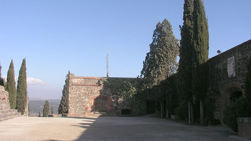 Patio de Armas del Castillo de Hostalric