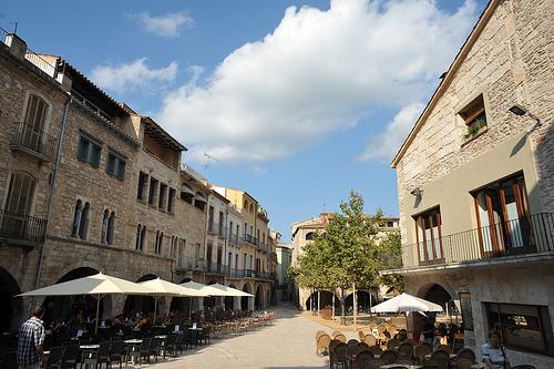 Banyoles es un pueblo tranquilo y muy acogedor, en el que pasear por sus calles constituye un auténtico placer