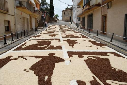 Los diseños utilizados para decorar las alfombras de flores de Blanes giran alrededor de temáticas diferentes