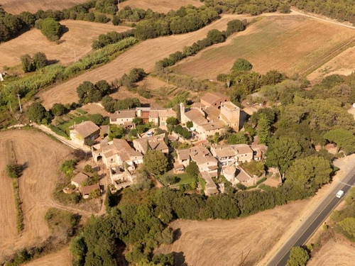 La pequeña pedanía d'Esclanyà pertenece al municipio de Begur, aunque se encuentra más cerca de Palafrugell