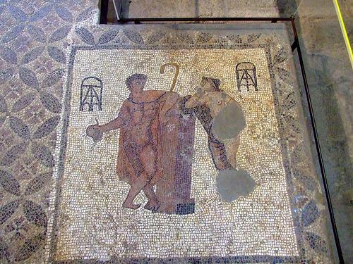 El Museo Arqueológico de Girona, que se encuentra en Sant Pere de Galligants, alberga obras tan importantes como este precioso mosaico que representa Paris y Afrodita, del siglo III d.C.