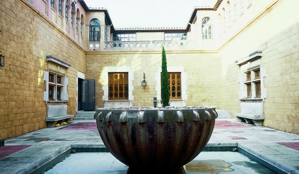 Patio del Palacio Solterra, en Torroella de Montgrí, Costa Brava