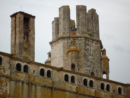 La gran silueta que forma la iglesia de Sant Martí de Palafrugell está caracterizada por su campanario del s. XVIII, inacabado