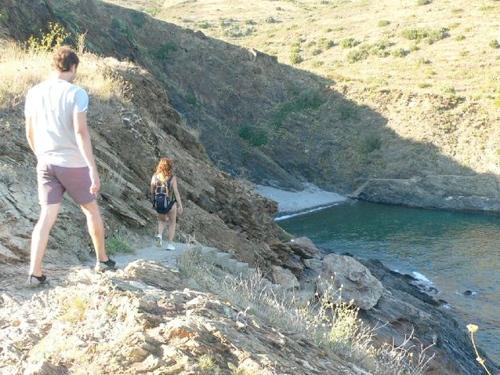 Tras doblar la Punta del Pi, Cala del Pi se nos aparece magnífica escondida en la bahía
