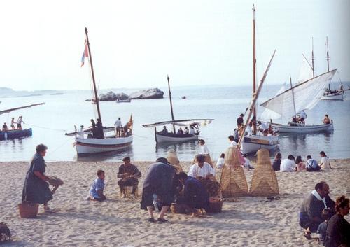 Cuando Alfolí de la Sal funcionaba como almacén y se practicaba la salazón de anchoas la mercancía llegaba sobre todo desde la vecina Playa de las Barcas