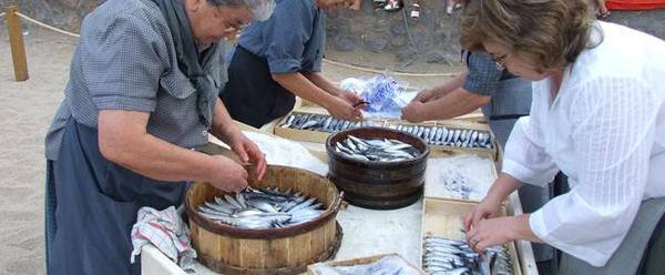 La Fiesta de la Sal, cada mes de septiembre en l'Escala, es una gran oportunidad para conocer la tradición de la sal y la anchoa en el pueblo