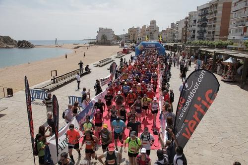 Inicio de la carrera Costa Brava Xtrem Running en el paseo marítimo de la localidad más meridional de la Costa Brava: Blanes