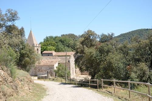 La iglesia medieval de Sants Metges (a pocos metros del Castellum Fractum), también en Sant Julià de Ramis, Girona,  tiene sus orígenes en el siglo XI