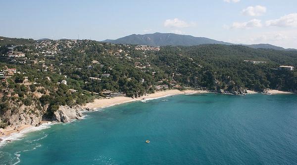 Vista aérea de la playa del Llorell, que se encuentra en la bahía más grande de la costa entre Lloret de Mar y Tossa