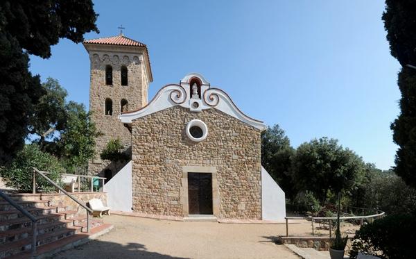 Fachada de la Ermita de les Alegries, en Lloret de Mar, Costa Brava