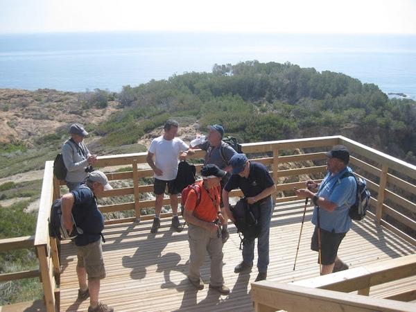 Antes de descender a la Cala s'Eixugador, vale la pena detenerse en el mirador de madera, que ofrece unas excelentes vista, al norte y al sur de la bahía de Sa Tuna, en Begur