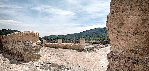 La Villa Romana de Vilauba, en Camós, Costa Brava, permite todavía reconocer la estructura de algunas de sus estancias, tanto de trabajo como domésticas