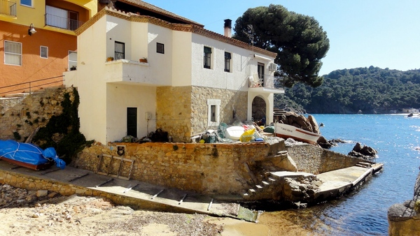 Cala Ses Orats se encuentra cerca de la Cala Aiguablava, en Begur, Costa Brava
