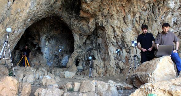Dada la gran antigüedad en que fue ocupada por los homínidos, todavía hoy prosiguen los procesos de estudios sobre los restos arqueológicos de Cau del Duc, en Torroella de Montgrí