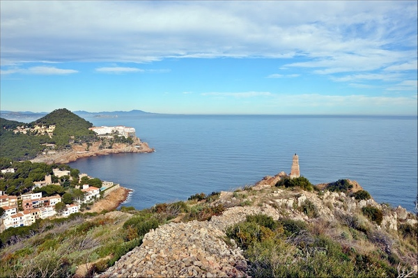 El Mirador de Sa Tuna, en Begur, Costa Brava. Con vistas a la Cala Sa Tuna, Cap Sa Sal, Islas Medas, bahía de Roses... toda la Costa Brava norte