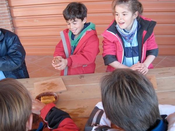En el Museu de la Terrissa de Quart se organizan tanto visitas guiadas como talleres infantiles que despierta la creatividad artística de los niños a partir del barro