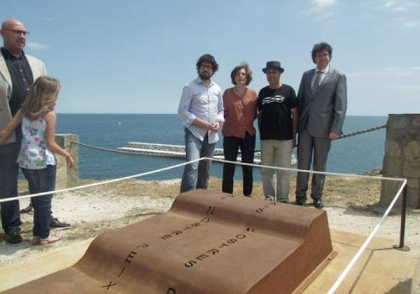 """Inauguración de la escultura """"Ola de Levante"""", también del autor Carles Bros, situada sobre el Mirador de Castellet, la mejor atalaya para observar el dique artístico del mismo autor"""