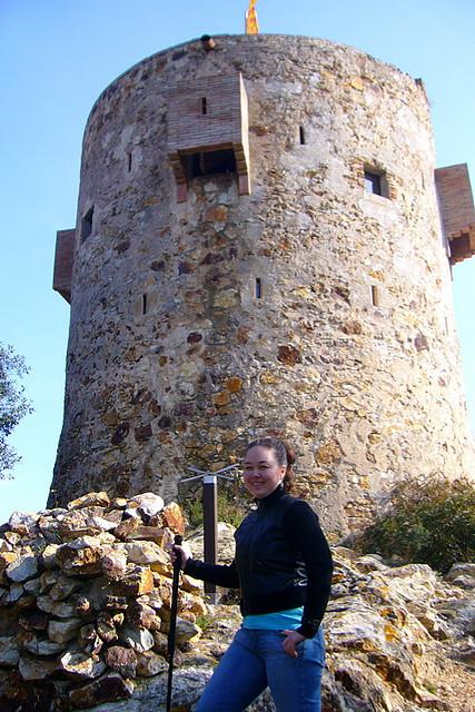 Conseguimos llegar hasta la Torre Can Magí en tan sólo 25 minutos a partir del centro de Tossa. Realmente no se encuentra lejos del pueblo.
