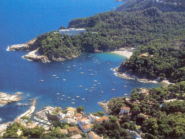 Vista aérea de la bahía de Aiguablava, Begur, donde se encuentran varias playas y calas de gran valor natural