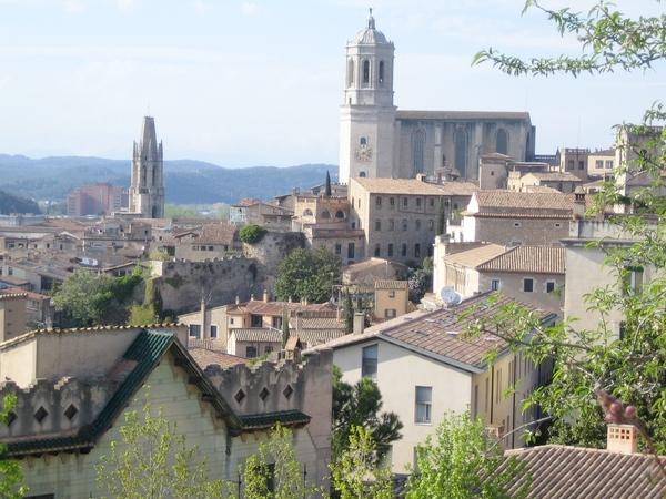 Girona es famosa no sólo por la belleza de sus joyas arquitectónicas, sino también por el gran patrimonio museístico que muestra encantada a sus visitantes