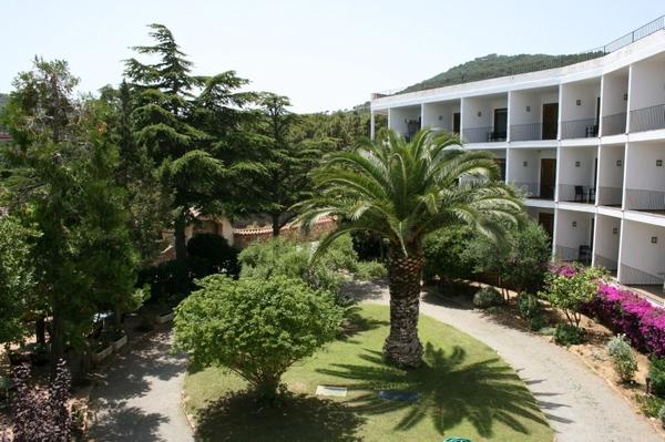Justo detrás de la Cala Port d'Esclanyà se encuentra el hotel de diseño EETU, que cuenta con apartamentos