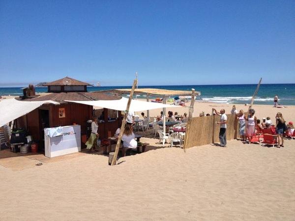 Durante los meses de verano encontramos este animado chiringuito en la Playa Mas Pinell, en Torroella de Montgrí, entre Pals y l'Estartit, Costa Brava