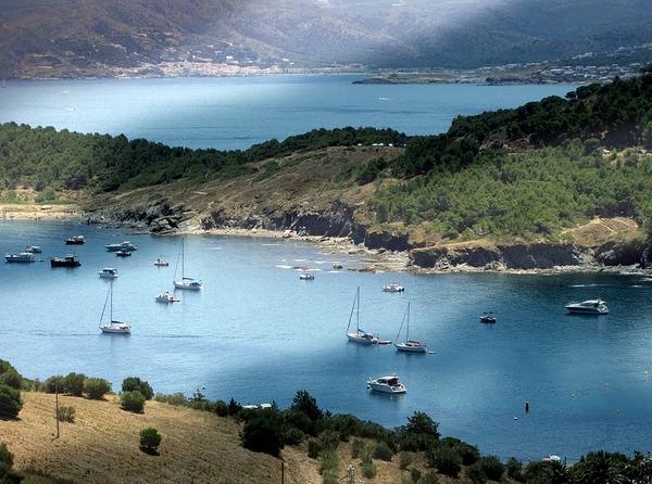 Cap Ras es un cabo que se encuentra al norte del Cap de Creus y justo bajo la bahía de Garbet, entre los pueblos de Colera y Llançà