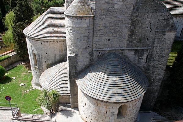 El Museo Arqueológico de Girona se encuentra en el Monasterio Sant Pere Galligants, de origen medieval, y situado en el centro
