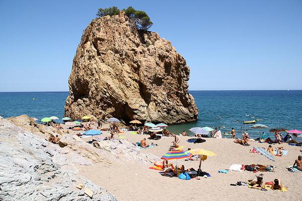 Illa Roja es la cala más espectacular del pequeño pueblo de Begur, situado en la Costa Brava centro