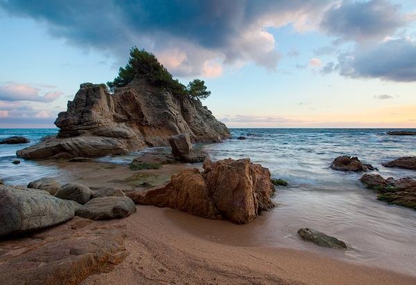 Atardecer en Punta d'en Sureda, cerca de la Playa de Fenals, en Lloret de Mar, Costa Brava