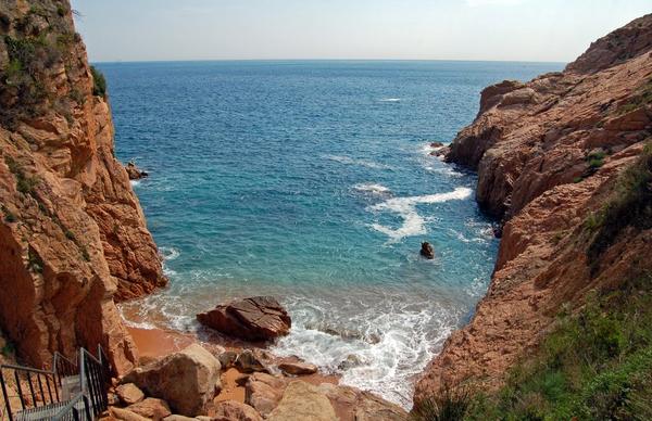 Cala Jonca, junto al puerto de Sant Feliu de Guíxols, Costa Brava