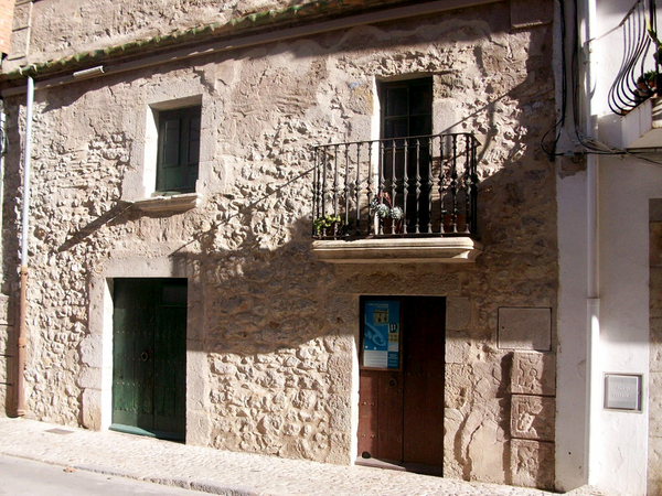 La Casa-Museo de Pescadores Can Cinto Xuà se encuentra en el centro de l'Escala, a pocos metros de la Playa de les Barques, en la Costa Brava