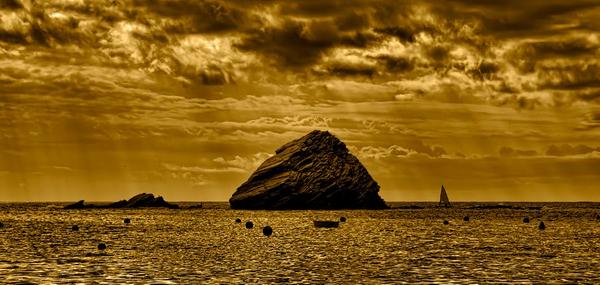 Preciosa imagen del islote de es Cucurucuc, situado al sur de la Isla S'Arenella y otro de los símbolos de Cadaqués