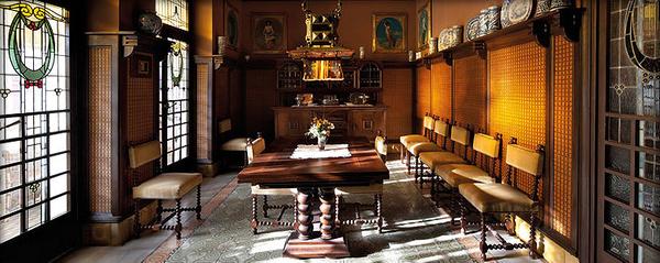Casa Masó es una finca noucentista visitable que contiene una decoración de principios del siglo XX. Una casa de época en el centro de Girona.