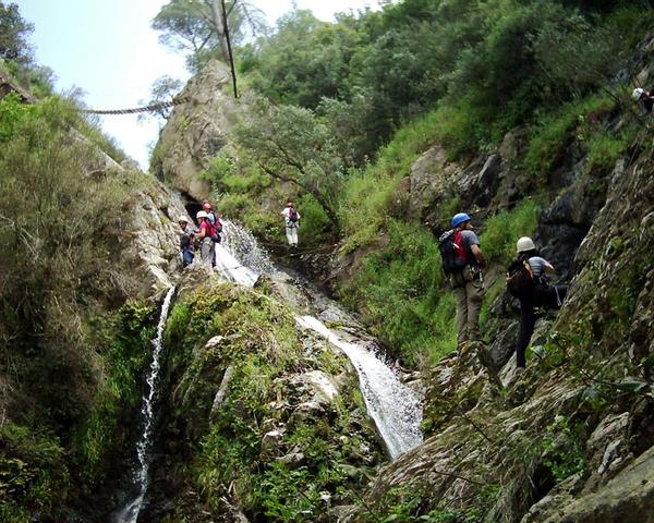 Uno de los lugares más espectaculares de la ruta Gorges de Salenys es la cascada o salto de agua del Lobo (Salt de Llop), en Romanyà de la Selva