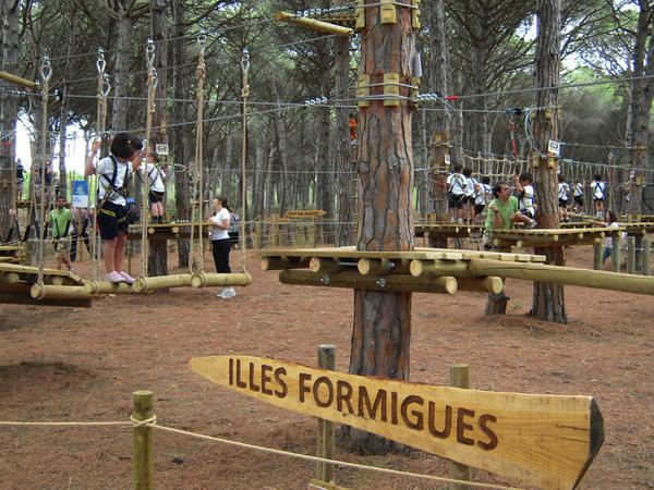 El Parque de Aventuras Bosque de los Imposibles, en Pals, se encuentra dividido en varios circuitos para diferentes perfiles y edades, y sus nombres hacen referencias a topónimos de bellos lugares cercanos a este lugar