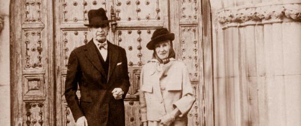 El matrimonio Nicolas y Dorothy Woedvosky, fundadores del Jardín Botánico Cap Roig, en el que además se encuentran enterrados desde 1975 y 1980, respectivamente.