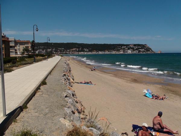 Paseo marítimo de la Playa Els Griells, l'Estartit, Girona, Costa Brava
