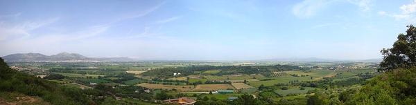 Vista panorámica del mirador Puig de la Font de la Pasquala, en el pueblo de Gualta, a pocos kilómetros de Torroella de Montgrí