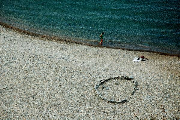 Aunque la superficie de la Cala Sa Sabolla sea de guijarros, un componente típico de muchas calas del Cabo de Creus, estamos ante una de las calas más atractivas de todas las que rodean el pueblo de Cadaqués, en la Costa Brava