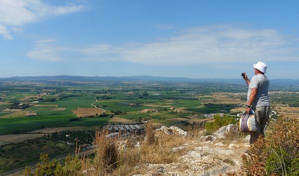 La mayor parte de los excursionistas que llegan a la cima del Rocamaura no puede evitar tomar una fotografía de la preciosa panorámica que se divisa desde aquí