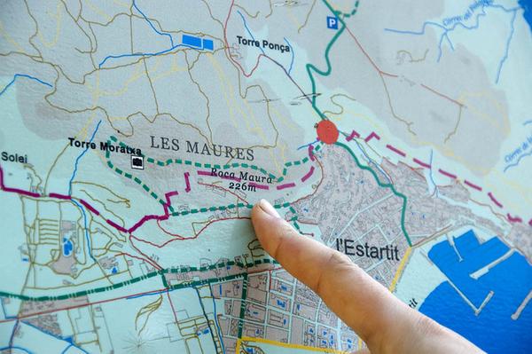 No es nada complicado llegar al Mirador del Rocamaura desde el centro del pueblo de l'Estartit, siempre que se siga el camino indicado