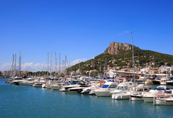 Rocamaura es la montaña perteneciente al Parque Natural del Montgrí que se encuentra sobre l'Estartit, en Girona, Costa Brava