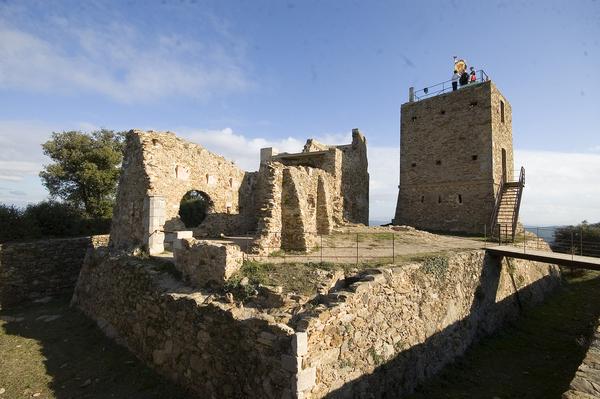 Castillo de Sant Miquel, una antigua fortaleza y excelente mirador al que se puede llegar a pie desde el centro de Girona, Costa Brava