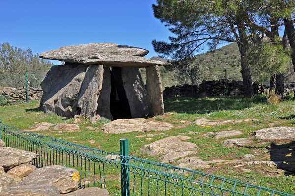 El dolmen más espectacular y conocido de la Ruta Megalítica es el de Creu d'en Cobertella, que de hecho se considera el más importante de Cataluña en su género.