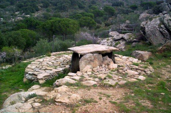 Llit de la Generala fue un lugar de enterramiento y tiene más de 5.000 años de antigüedad, por lo que pertenece a la época del Neolítico