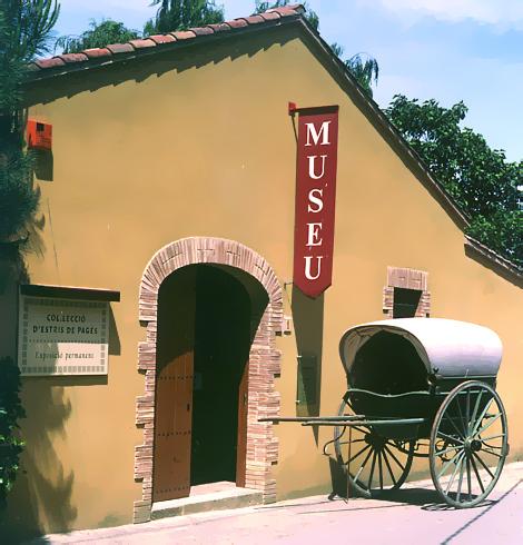El Museo Rural del Ampurdán se encuentra en Palau-Sator un pueblecito no muy lejos de Pals o Peratallada que se encuentra a sólo 5 kms de la costa, pero que mantiene un claro ambiente agrícola