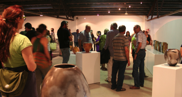 El Museo de la Terracotta de la Bisbal es además un espacio de exposición para las obras artísticas relacionadas con la cerámica. Es pues un elemento dinamizador de promoción de las nuevas tendencias para los próximos años en este campo.