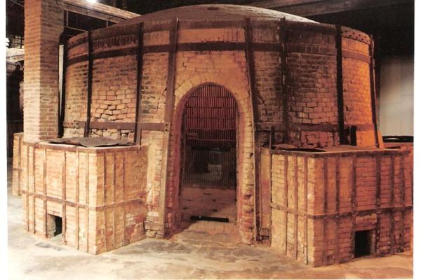 Este gran horno se conserva todavía en el Museo de la Terracotta de la Bisbal de l'Empordà, un elemento industrial más todavía presente en esta fábrica que funcionó durante buena parte del siglo XX